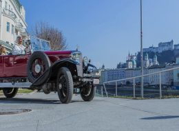 city tour in antique car